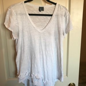 White v-neck with raw hem